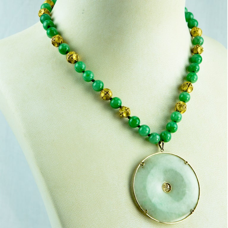 Jade Gold Pendant Necklace For Sale at 1stdibs