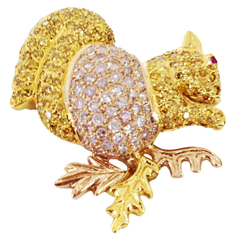 Natural Pink and Yellow Diamond Gold Squirrel Brooch Pin For Sale