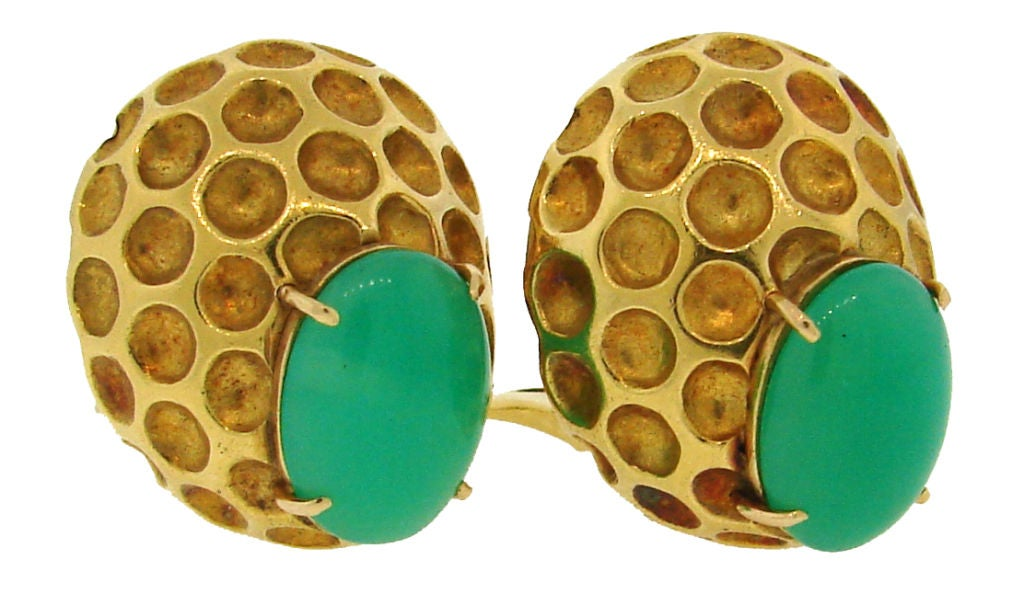 Bold, colorful and volumetric earrings created by Wander in France in the 1980's. They are made of heavily hammered yellow gold and accented with oval chrysophrase cabochons.
