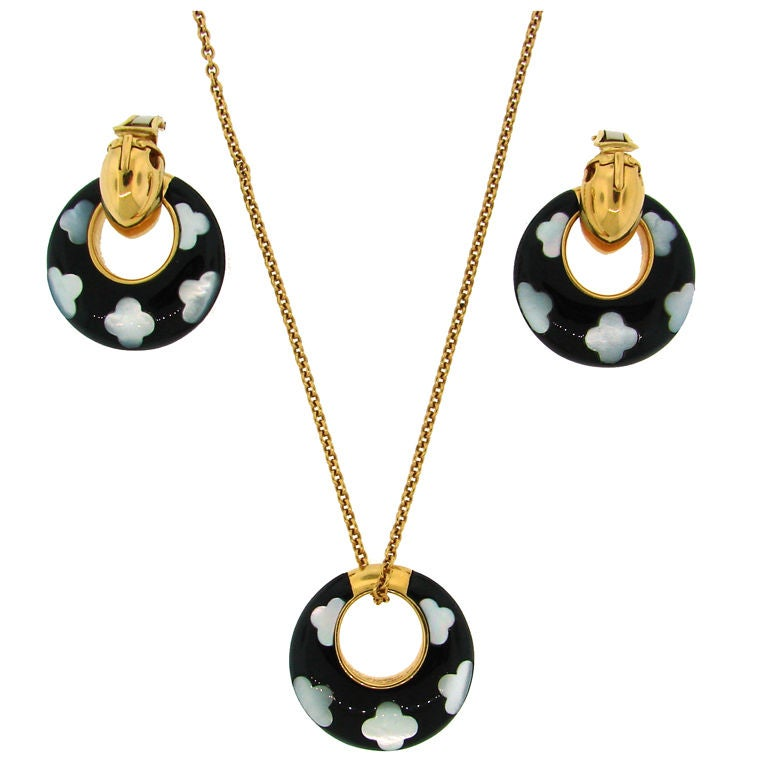 Instyle Decor Com Beverly Hills Beautiful Mother Of Pearl: VCA Onyx Mother-of-Pearl Gold Earrings Necklace Set At 1stdibs