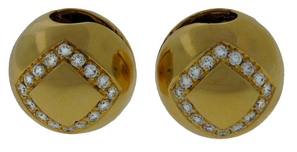 Cute and wearable ear-clips created by Bulgari in Italy in the 1980's. Geometrical, three-dimensional, elegant and fun! They are made of yellow gold and accentuated with round diamonds.