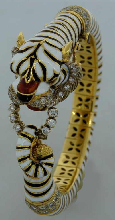 FRASCAROLO Diamond Enamel & Yellow Gold Tiger Bangle Bracelet In Excellent Condition For Sale In Beverly Hills, CA