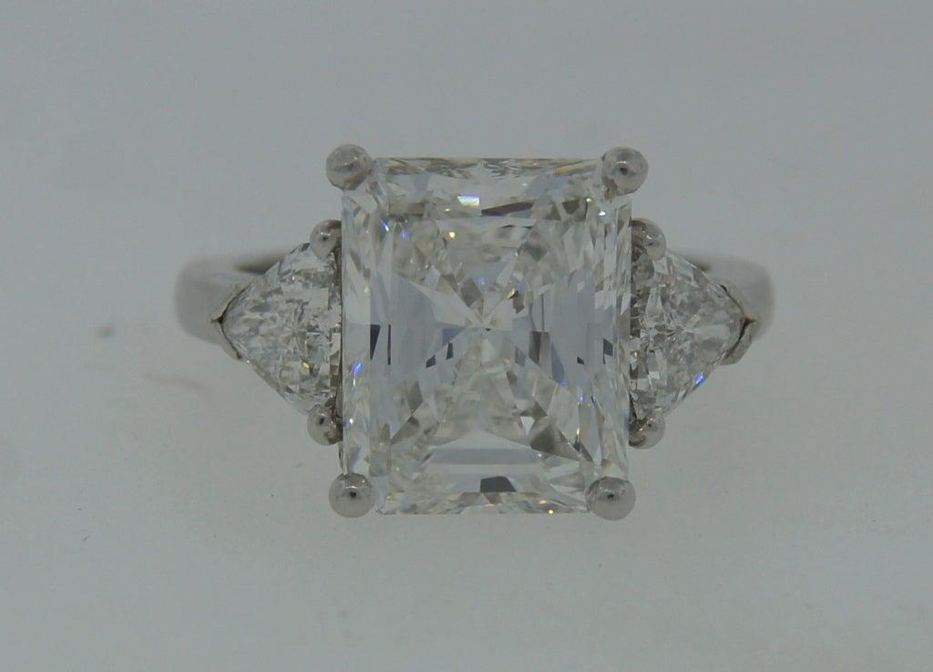 Contemporary Cartier Diamond Platinum Three-Stone Ring GIA Certificate For Sale