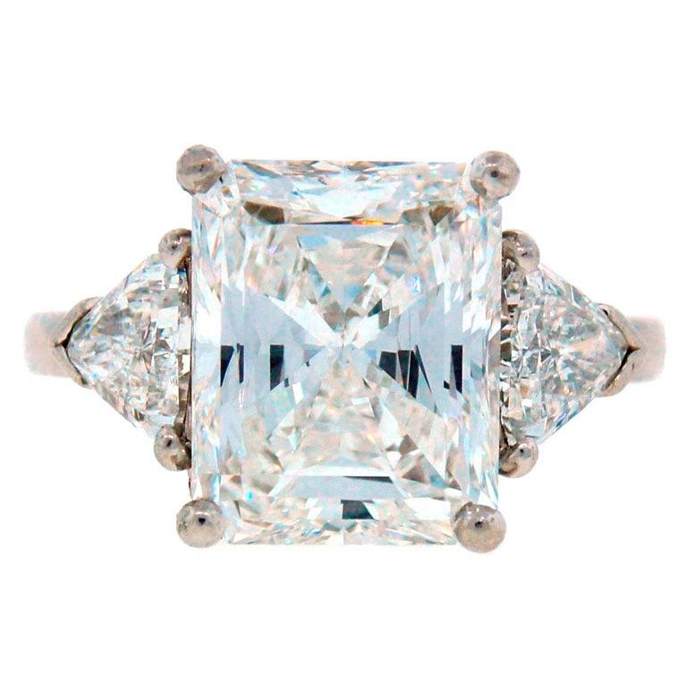Cartier Diamond Platinum Three-Stone Ring GIA Certificate For Sale