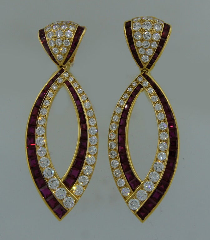 Van Cleef & Arpels Ruby Diamond Yellow Gold Earrings In Excellent Condition For Sale In Beverly Hills, CA
