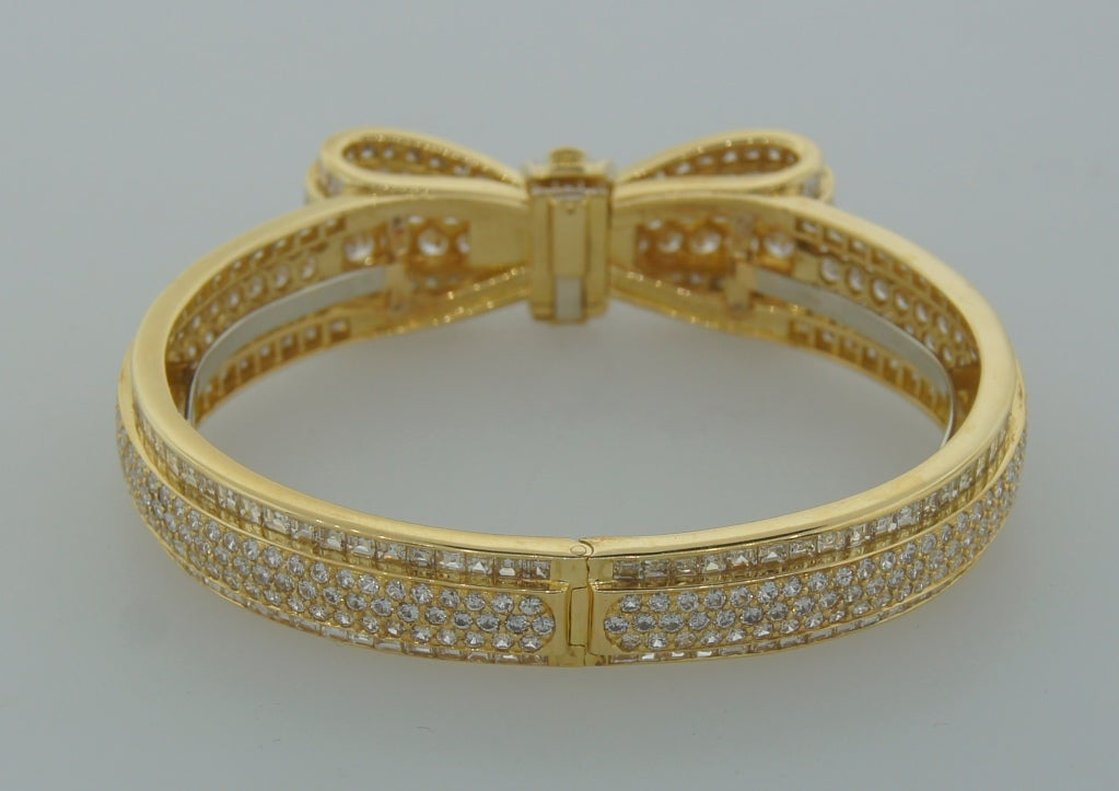 Van Cleef & Arpels Diamond Gold Bow Bracelet, 1970s For Sale 1