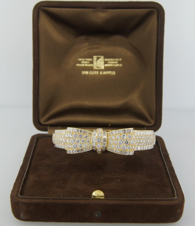Van Cleef & Arpels Diamond Gold Bow Bracelet, 1970s For Sale 2