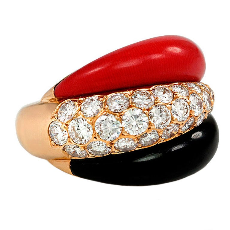VAN CLEEF & ARPELS 1960s Coral Onyx Diamond Ring