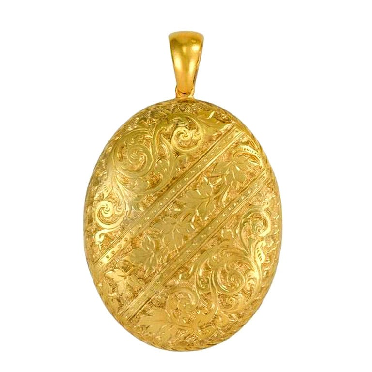 1890's Victorian Oval Gold Locket 1
