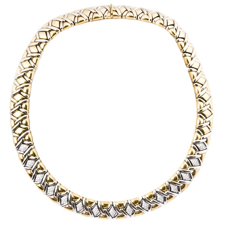 Sophisicated 18kt. Diamond Collar Necklace For Sale