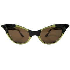 1950s EXAGGERATED CAT EYE BLACK & GOLD LUCITE SUNGLASSES
