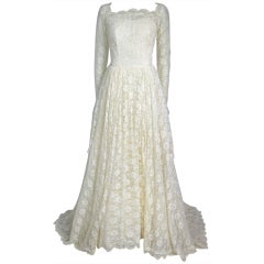 VINTAGE IVORY LACE LONG SLEEVES WEDDING DRESS -Train