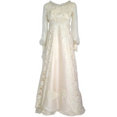 VINTAGE ANTIQUE WHITE LACE & PEARLS LONG SLEEVES WEDDING DRESS
