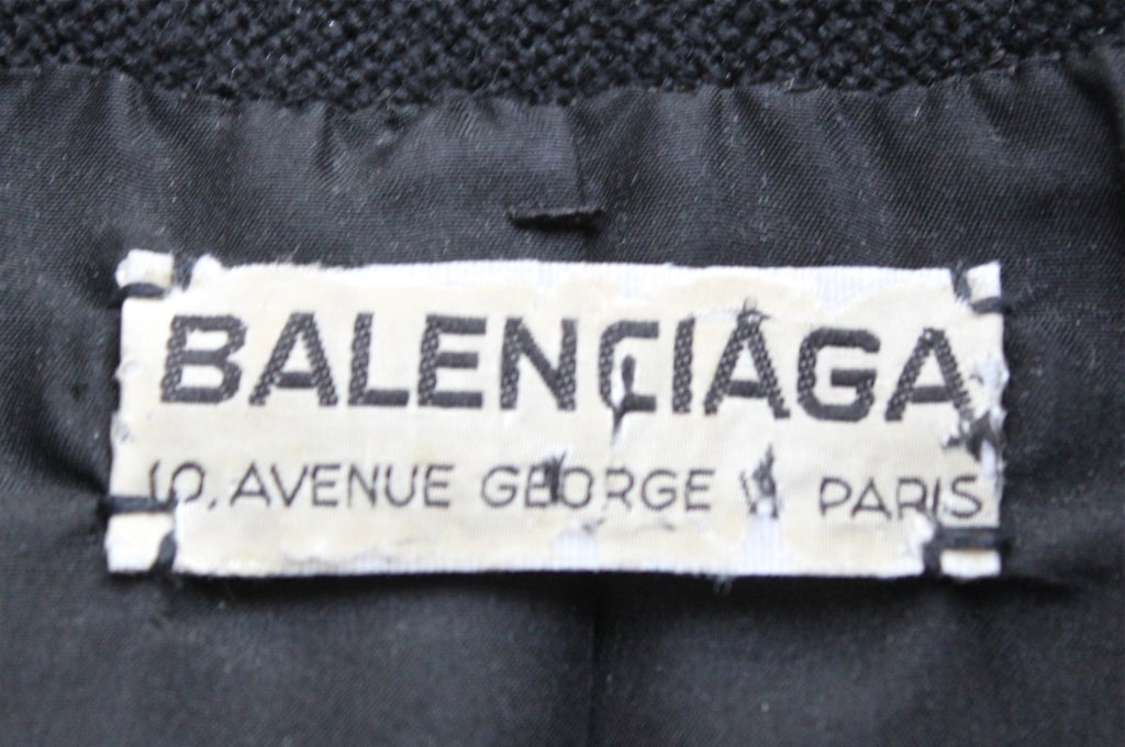 1950's BALENCIAGA haute couture black jacket with large buttons In Excellent Condition For Sale In San Francisco, CA