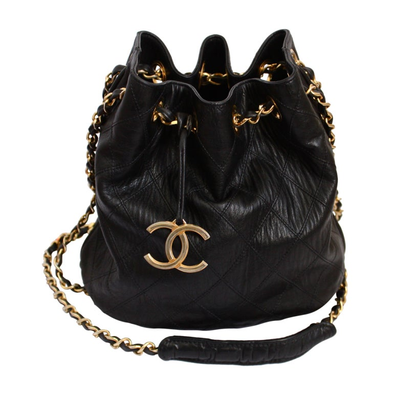 1980's CHANEL black quilted leather bucket bag with gilt chain 1