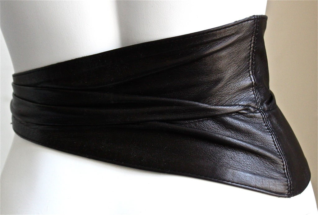 1980's AZZEDINE ALAIA black rushed belt with side buckle 2