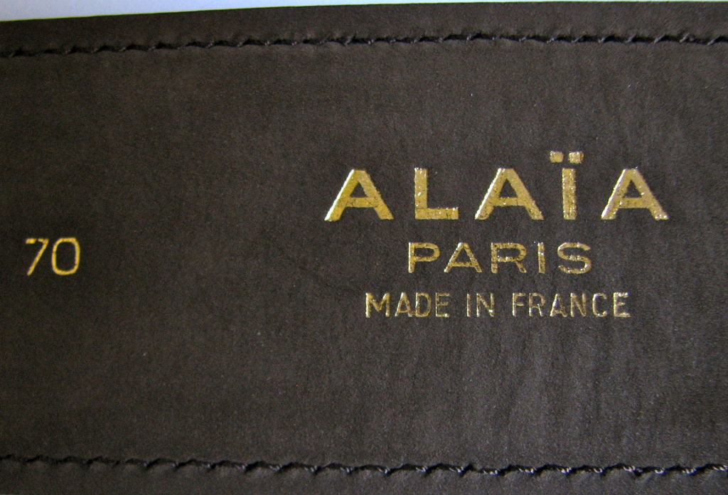 """Size 70. Fits a 25-28"""" waist. Hidden hardware. Made in France. Excellent/very good condition."""