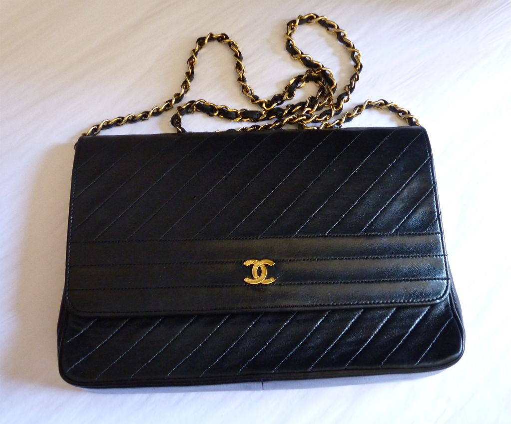 CHANEL black quilted lambskin convertable clutch with chain 3