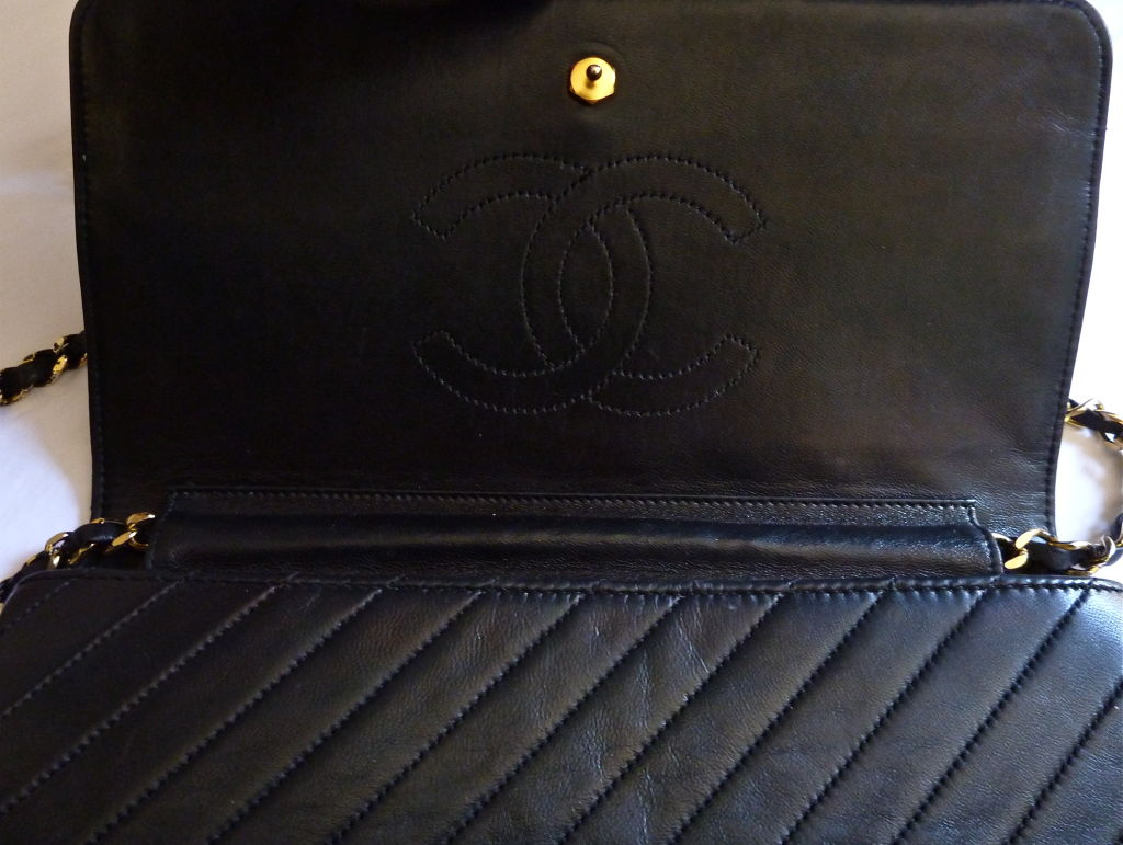 CHANEL black quilted lambskin convertable clutch with chain 9