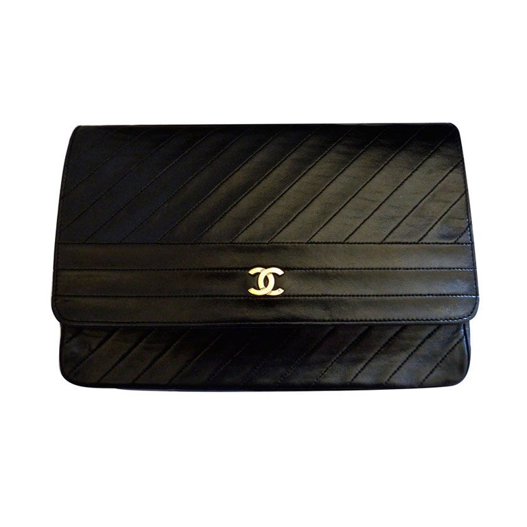 CHANEL black quilted lambskin convertable clutch with chain For Sale