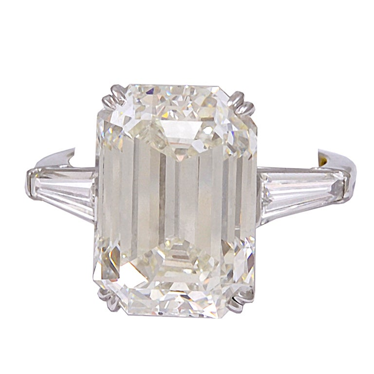 Magnificent Emerald Cut Diamond Ring For Sale