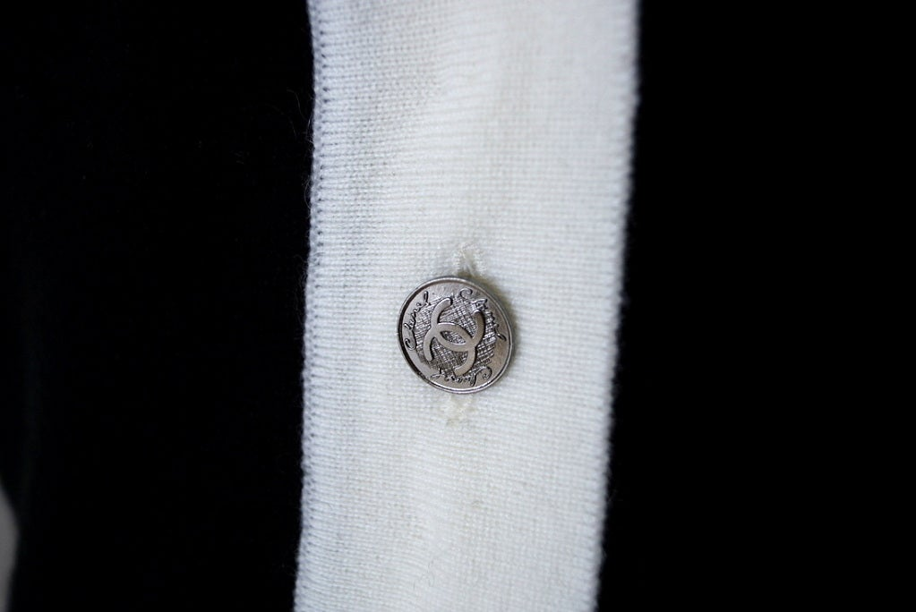 CHANEL 06A Top Cashmere Black White Trim Great Buttons 42 / 8 3