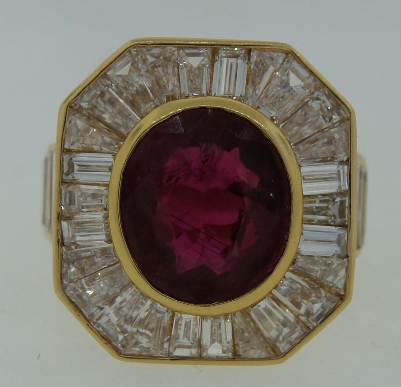 VAN CLEEF & ARPELS 5.66-ct Burmese Ruby Diamond Gold Ring In Excellent Condition For Sale In Beverly Hills, CA