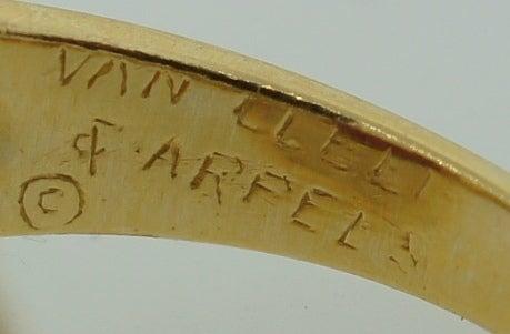 VAN CLEEF & ARPELS 5.66-ct Burmese Ruby Diamond Gold Ring For Sale 2