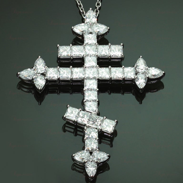Important Harry Winston 10.86 Carats Diamond  Orthodox Cross Pendant Necklace 6