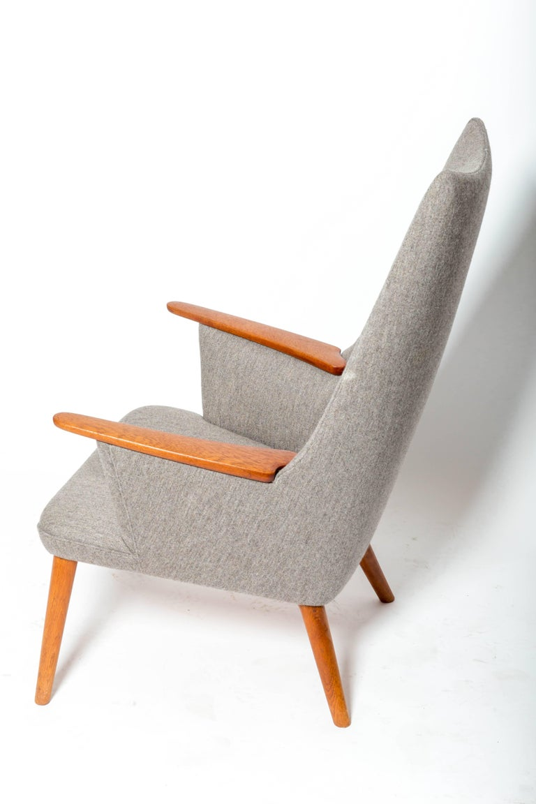 """""""AP-27"""" Lounge Chair, by Hans J. Wegner In Excellent Condition For Sale In East Hampton, NY"""