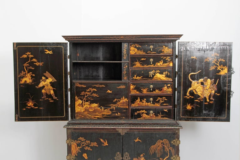 Queen Anne Collectors Cabinet / Japanned For Sale 4