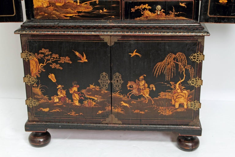 Queen Anne Collectors Cabinet / Japanned For Sale 5