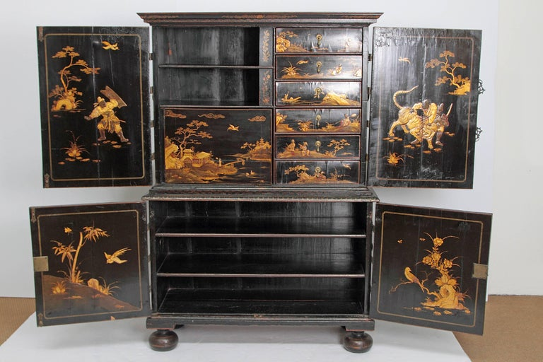 Queen Anne Collectors Cabinet / Japanned For Sale 7