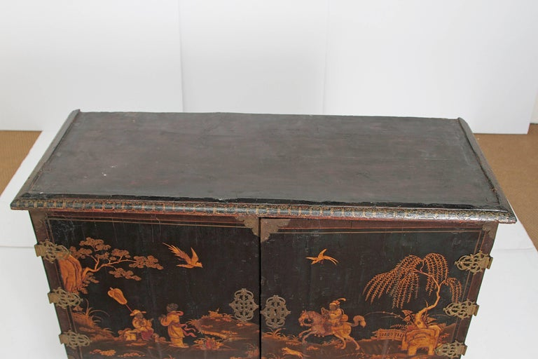 Queen Anne Collectors Cabinet / Japanned For Sale 14