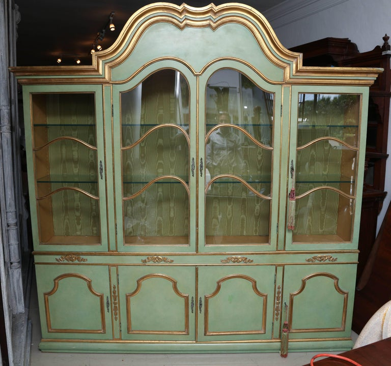 Superb 1950s Italian Baroque Style Parcel Gilt Green Painted Cabinet For Sale 2