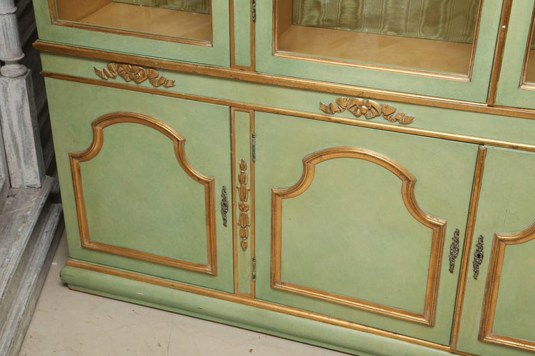 Superb 1950s Italian Baroque Style Parcel Gilt Green Painted Cabinet For Sale 3