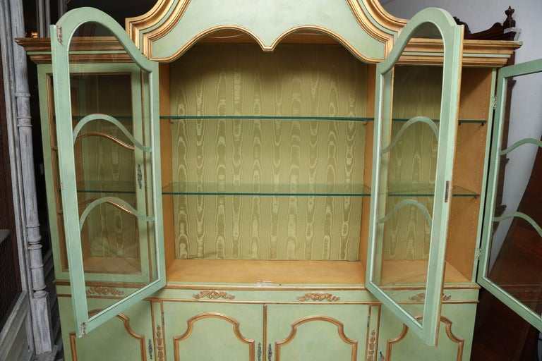 Superb 1950s Italian Baroque Style Parcel Gilt Green Painted Cabinet For Sale 4