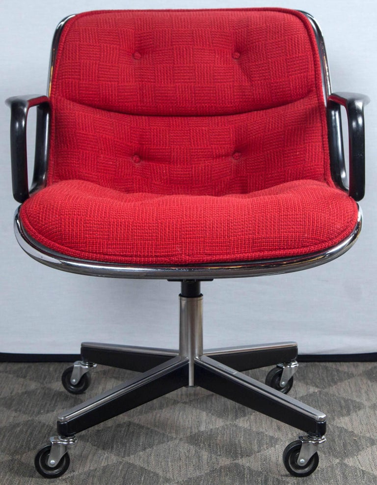 Pair of Pollock Desk Chairs by Knoll In Excellent Condition For Sale In Stamford, CT