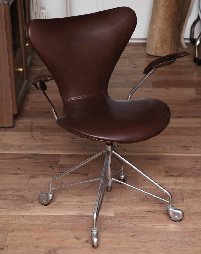 Set of Jacobsen Chairs In Good Condition For Sale In New York, NY