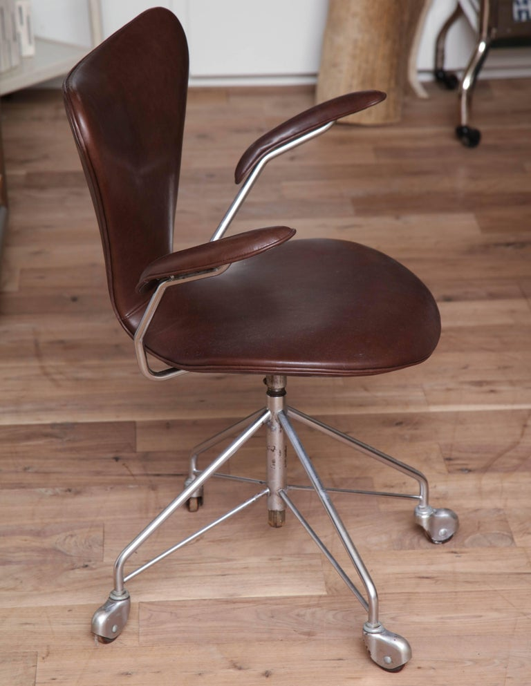 Set of Jacobsen Chairs For Sale 1