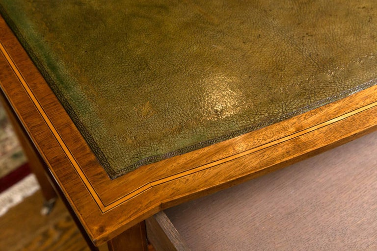 English Writing Table / Desk with Leather Writing Surface In Excellent Condition For Sale In Woodbury, CT