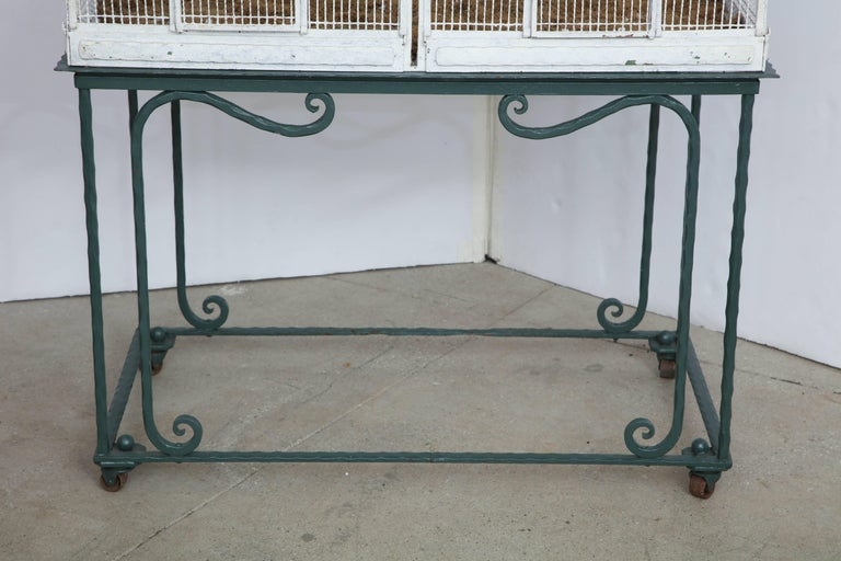 Painted White Metal Birdcage on Stand In Good Condition For Sale In Mt Kisco, NY