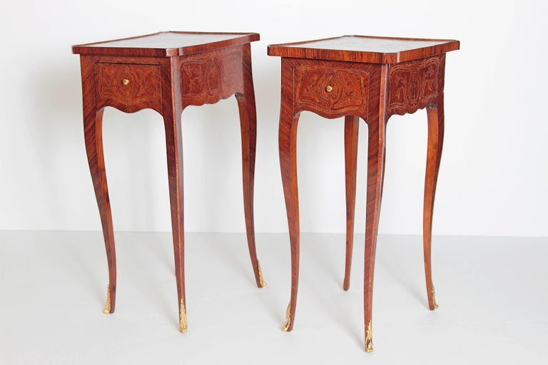 Italian Pair of Petite Louis XV Transitional-Style Side Tables For Sale