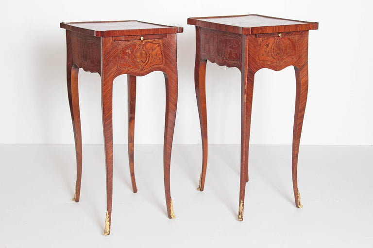Pair of Petite Louis XV Transitional-Style Side Tables In Good Condition For Sale In Dallas, TX