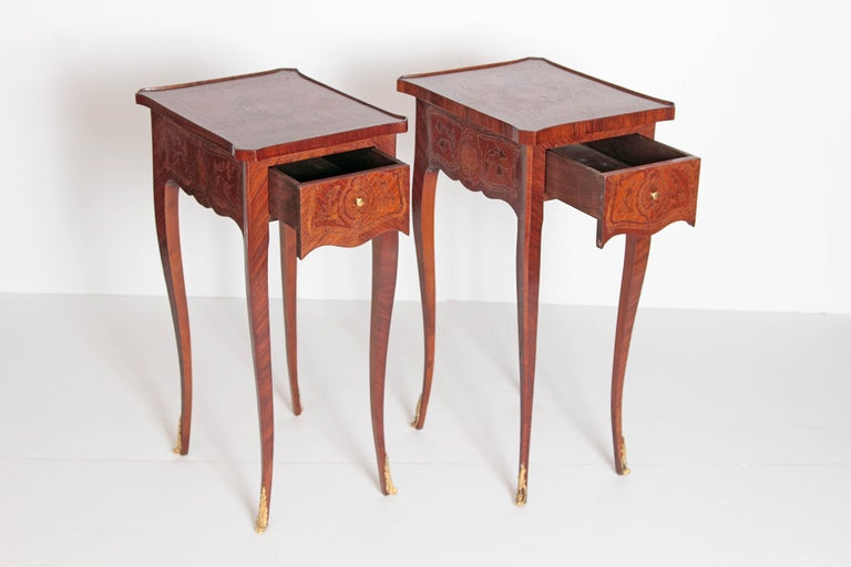 Pair of Petite Louis XV Transitional-Style Side Tables For Sale 3