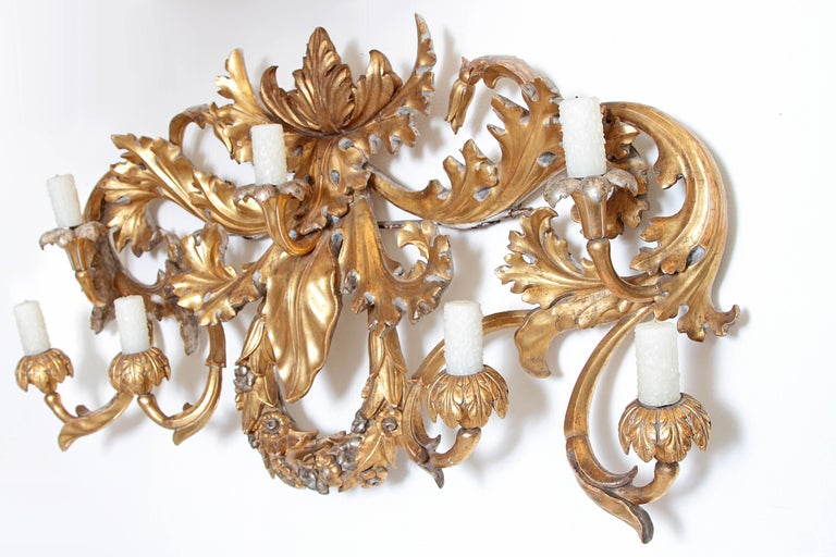 Oversized Italian Baroque Style Seven-Arm Gilt and Silvered Wood Wall Sconce For Sale 1