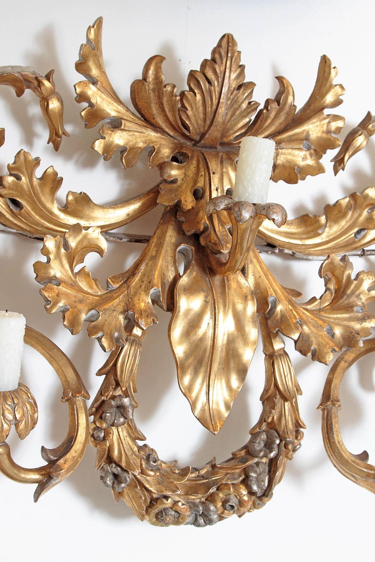 Oversized Italian Baroque Style Seven-Arm Gilt and Silvered Wood Wall Sconce For Sale 3