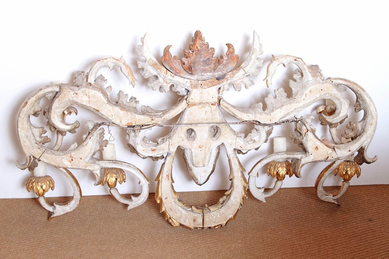 Oversized Italian Baroque Style Seven-Arm Gilt and Silvered Wood Wall Sconce For Sale 5