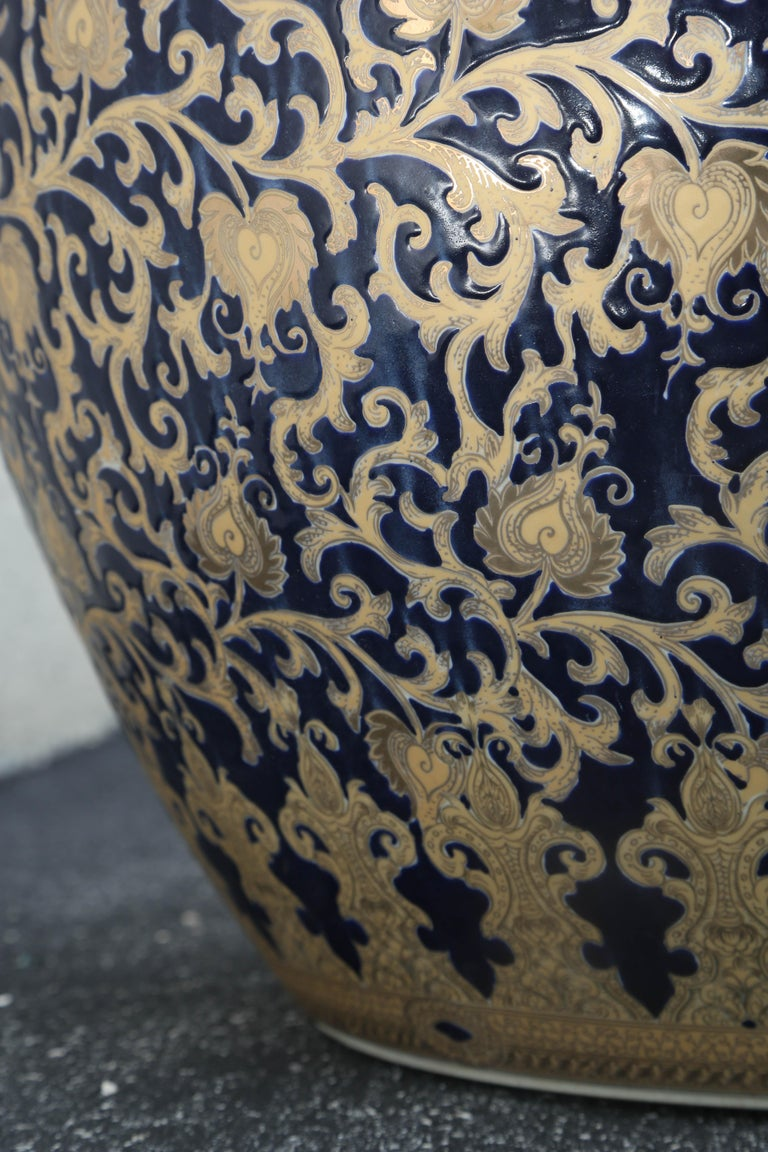 Pair of French Export Fish Bowl Planter 24-Karat Gold Gilt & Navy Blue Elegant In Good Condition For Sale In Miami, Miami Design District, FL