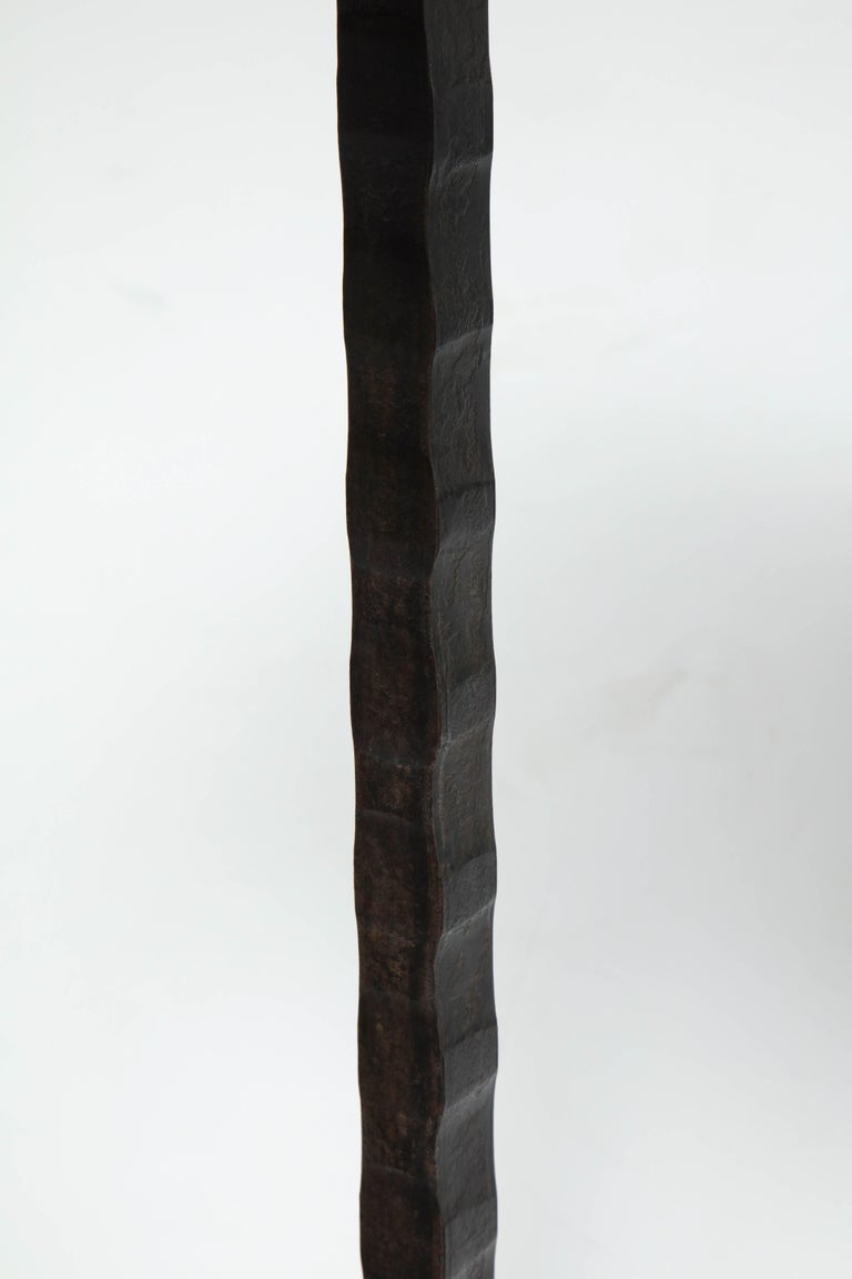 Dazzling Granite Side Table in Hammered Steel Frame For Sale 1